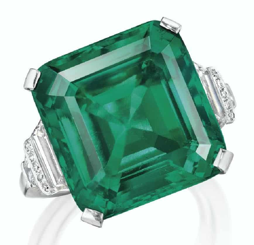 LOT 126 - THE ROCKEFELLER EMERALD, A RARE AND HISTORIC EMERALD AND DIAMOND RING, BY RAYMOND YARD,
