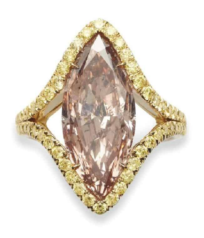 LOT 217 - A COLORED DIAMOND RING