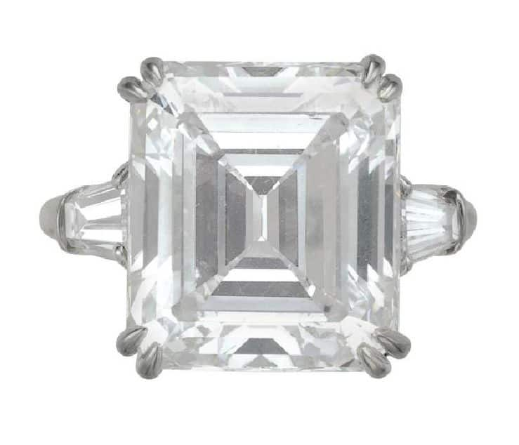 LOT 197 - A DIAMOND RING, BY HARRY WINSTON