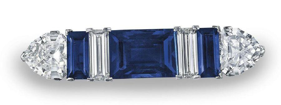 LOT 254 - A SAPPHIRE AND DIAMOND BROOCH, BY GRAFF