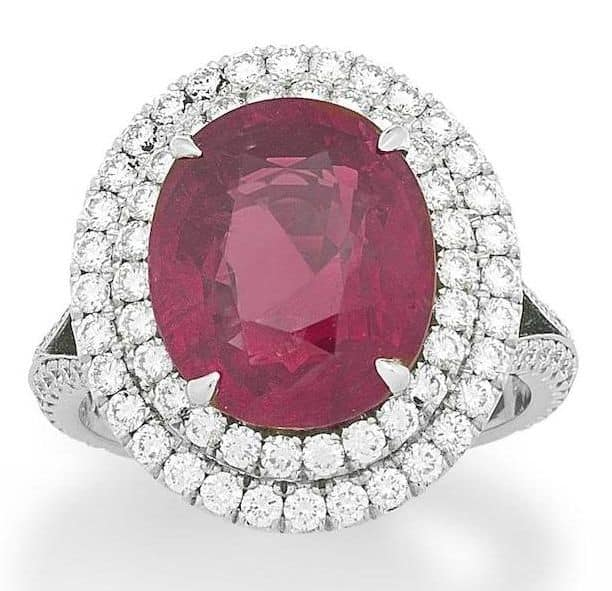 LOT 158 - A RUBY AND DIAMOND RING BY FABERGE