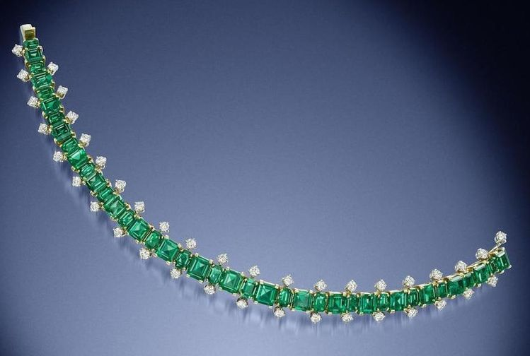 LOT 184 - AN EMERALD AND DIAMOND BRACELET BY CARTIER, CIRCA 1965