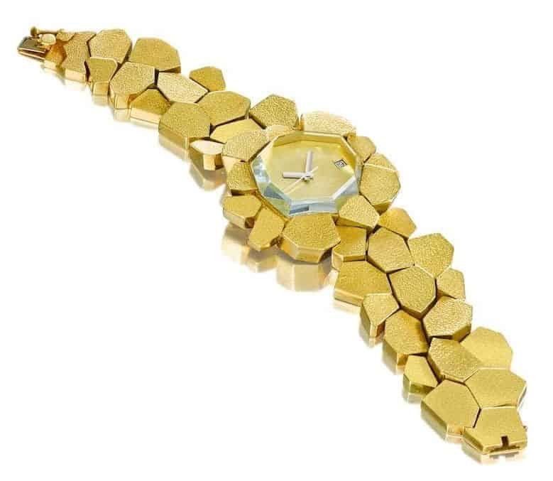 LOT 48 - AN 18 CARAT GOLD AND GREEN BERYL 'STEPPING STONES' WATCH BRACELET, FROM THE ABOUT TIME COLLECTION
