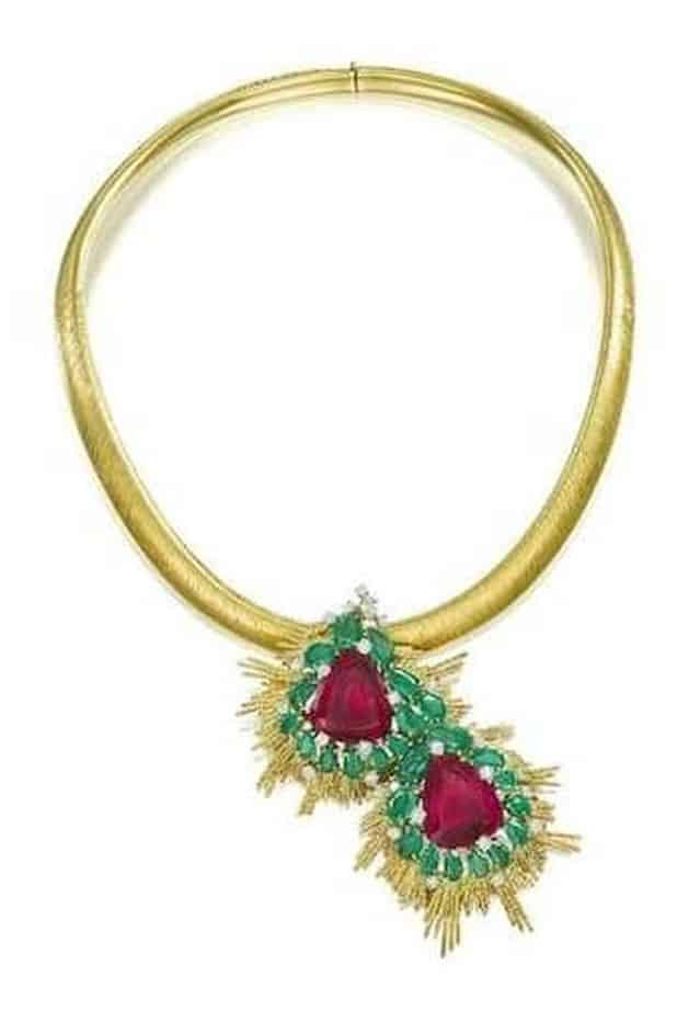 LOT 27 - AN 18 CARAT GOLD, PINK TOURMALINE, EMERALD AND DIAMOND PENDANT/NECKLACE, by Andrew Grima, 1968