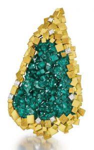 LOT 38 - AN 18 CARAT GOLD, DIOPTASE AND DIAMOND PENDANT, by Grima, 1973