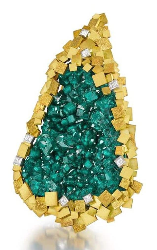 LOT 38 - AN 18 CARAT GOLD, DIOPTASE AND DIAMOND PENDANT, by Grima, 1973