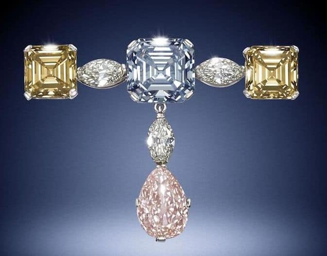 LOT 187 - A FINE FANCY COLORED DIAMOND PENDANT BROOCH