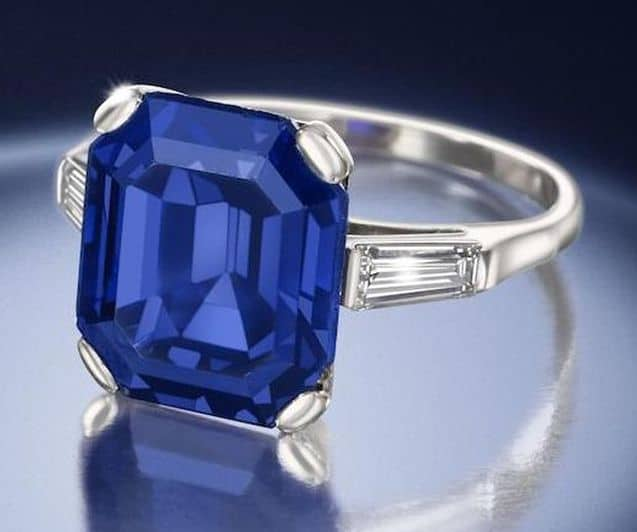 LOT 186 - ANOTHER VIEW OF THE FINE SAPPHIRE SINGLE STONE RING