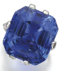LOT 296 - SAPPHIRE AND DIAMOND RING