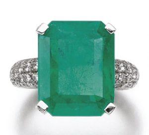 LOT 273 - EMERALD AND DIAMOND RING