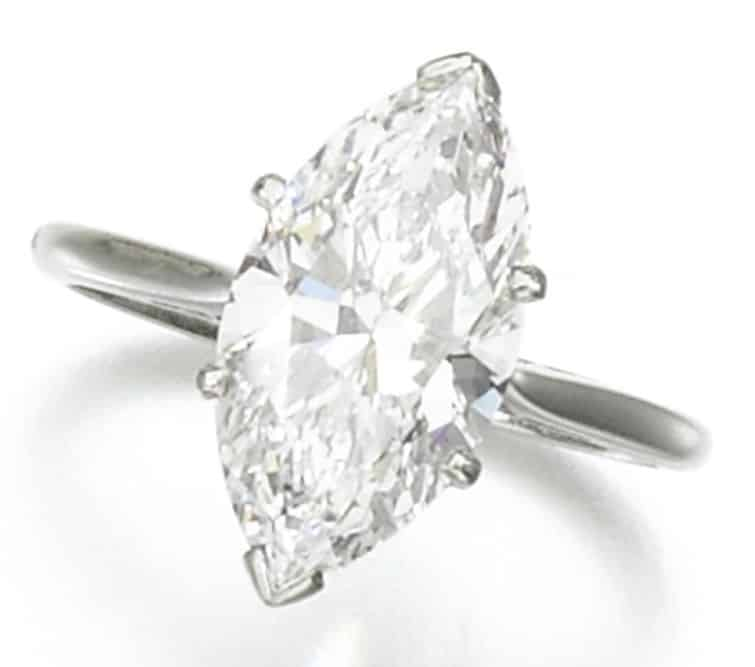 LOT 272 - DIAMOND RING
