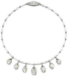 LOT 267 - DIAMOND NECKLACE