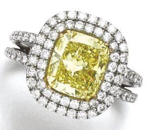 LOT 278 - FANCY INTENSE YELLOW DIAMOND RING