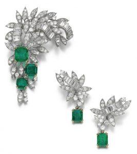 LOT 97 - DIAMOND AND EMERALD DEMI-PARURE, MONTURE BOUCHERON, 1960S