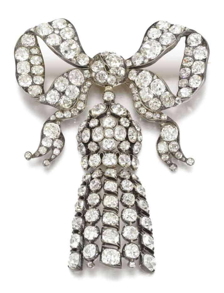 LOT 307 - THE DIAMOND BOW BROOCH