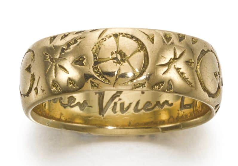 LOT 321 - THE ETERNALLY RING, ENGRAVED LAURENCE OLIVIER VIVIEN ETERNALLY