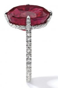 LOT 1750 - EXQUISITE RUBY AND DIAMOND RING, JAR