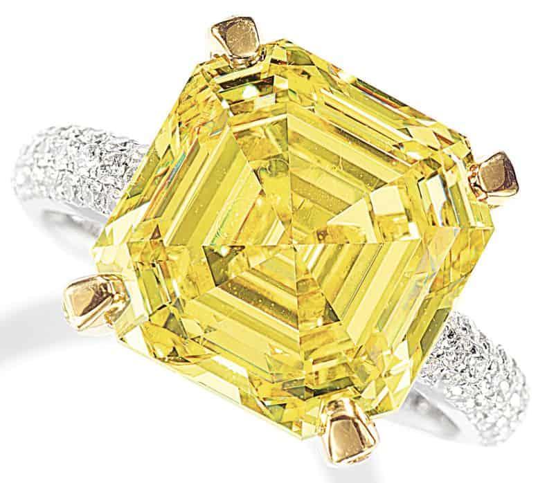 LOT 9208 - FANCY VIVID YELLOW DIAMOND AND DIAMOND RING