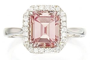 LOT 9193 - FANCY INTENSE PINK DIAMOND AND DIAMOND RING