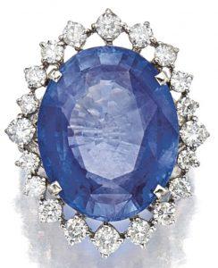LOT 9058 - SAPPHIRE AND DIAMOND RING
