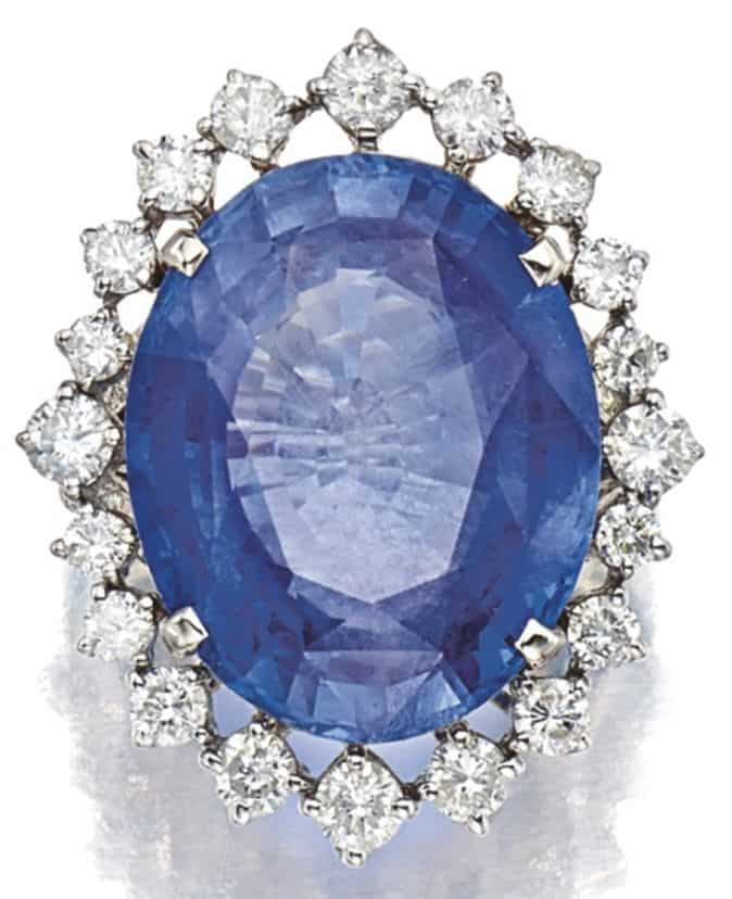 LOT 9058 - SAPPHIRE AND DIAMOND RING