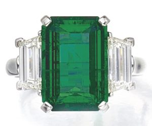 LOT 9202 - ANOTHER VIEW OF THE EMERALD AND DIAMOND RING