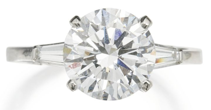 LOT 104 - DIAMOND RING