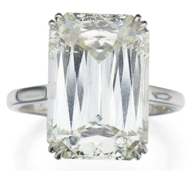 LOT 294 - DIAMOND RING
