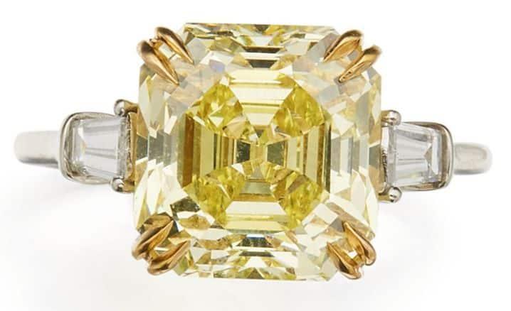 LOT 128 - FANCY INTENSE YELLOW DIAMOND AND DIAMOND RING