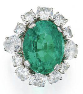 LOT 71 - EMERALD AND DIAMOND RING