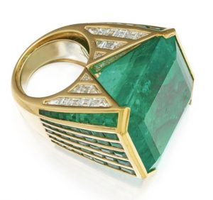 LOT 276 - EMERALD AND DIAMOND RING, REPOSSI, SIDE VIEW