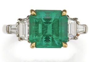 LOT 263 - EMERALD AND DIAMOND RING, TIFFANY & CO
