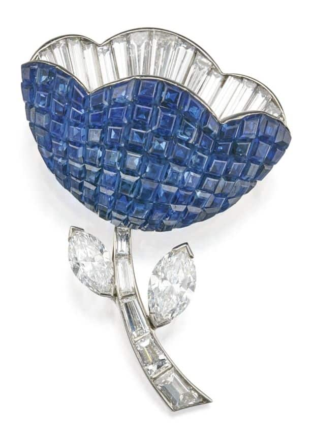LOT 57 - MYSTERY-SET SAPPHIRE AND DIAMOND CLIP-BROOCH, VAN CLEEF & ARPELS