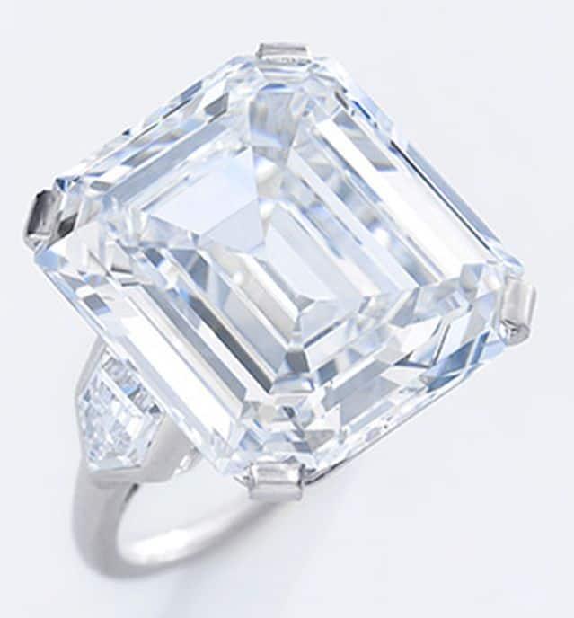 22.76-CARAT, D-COLOR, VS-1 CLARITY, EMERALD-CUT DIAMOND