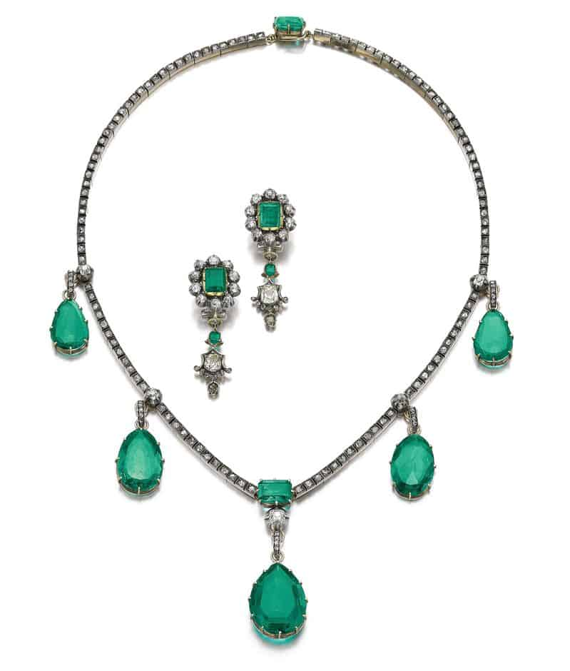EMERALD AND DIAMOND NECKLACE AND MATCHING PAIR OF EARRINGS FROM THE COLLECTION OF DUCHESS OF BERRY