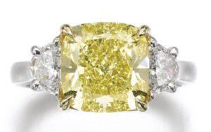 Lot 210 – FANCY YELLOW DIAMOND RING