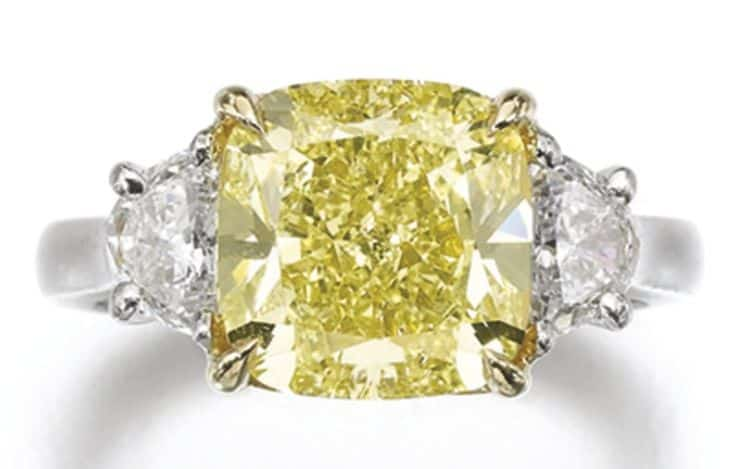 Lot 210 – FANCY YELLOW DIAMOND RING