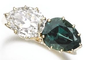 LOT 289 – ALEXANDRITE AND DIAMOND RING IN DAYLIGHT
