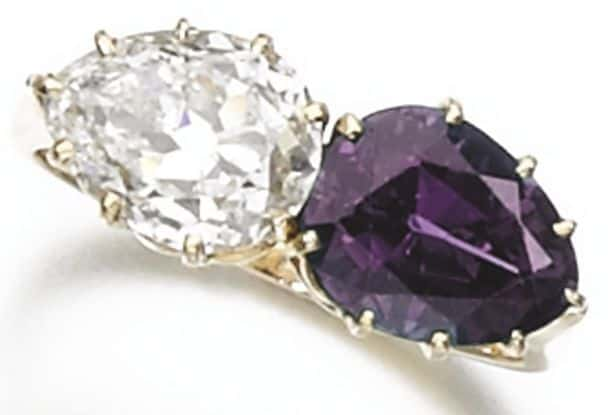 LOT 289 – ALEXANDRITE AND DIAMOND RING UNDER INCANDESCENT LIGHT