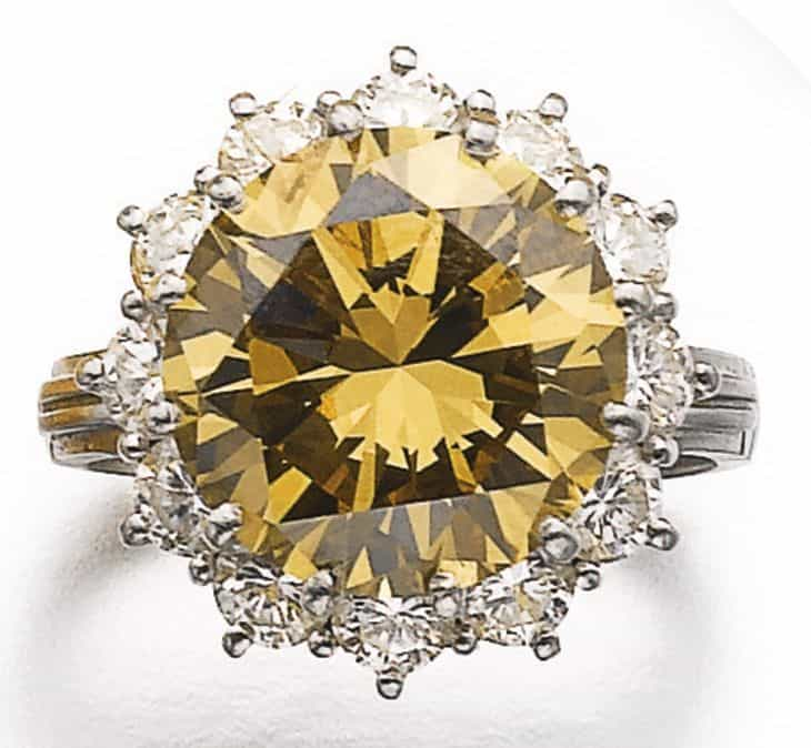 LOT 566 - FANCY YELLOW-BROWN DIAMOND RING