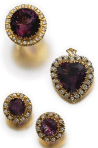 LOT 542 - AMETHYST AND DIAMOND PARURE
