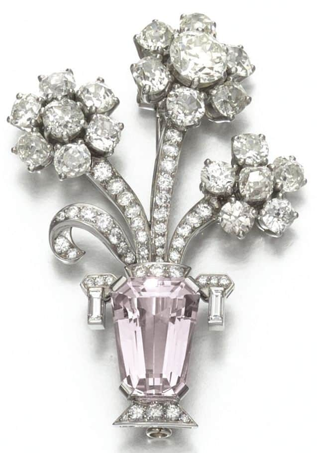 LOT 957 - MORGANITE AND DIAMOND BROOCH, BULGARI