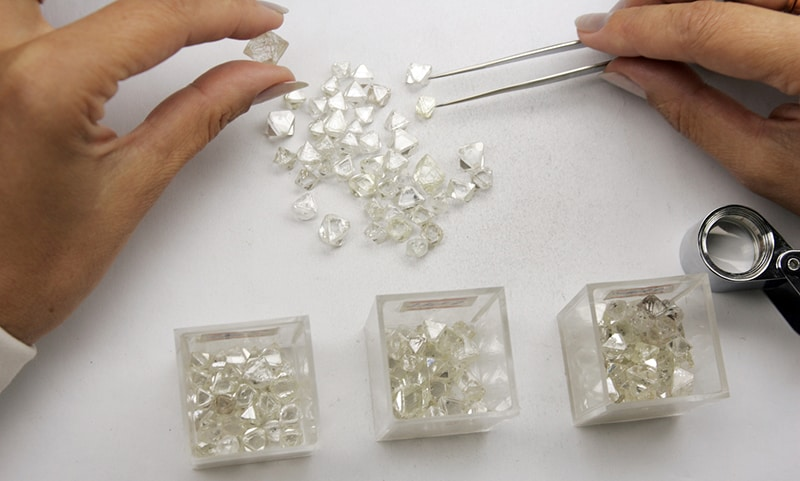ALROSA ROUGH DIAMONDS ON THE GRADER'S TABLE