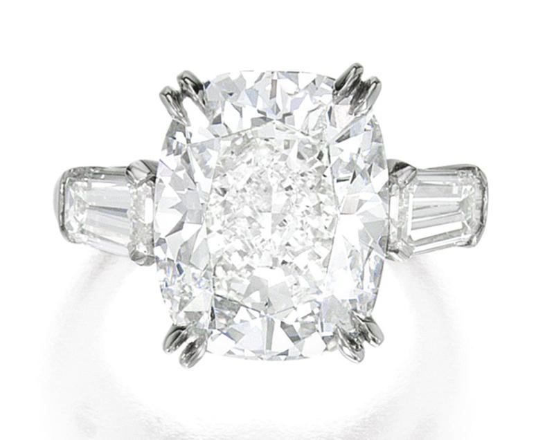 LOT 1613 - DIAMOND RING