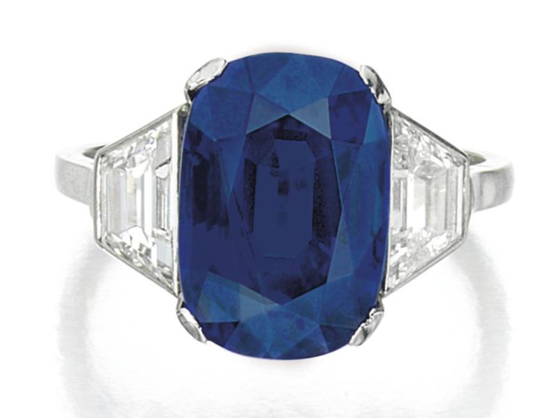 LOT 1627 - SAPPHIRE AND DIAMOND RING