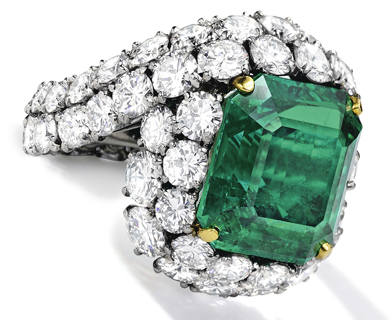 LOT 1777 - A FINE EMERALD AND DIAMOND RING, MONTURE CARTIER