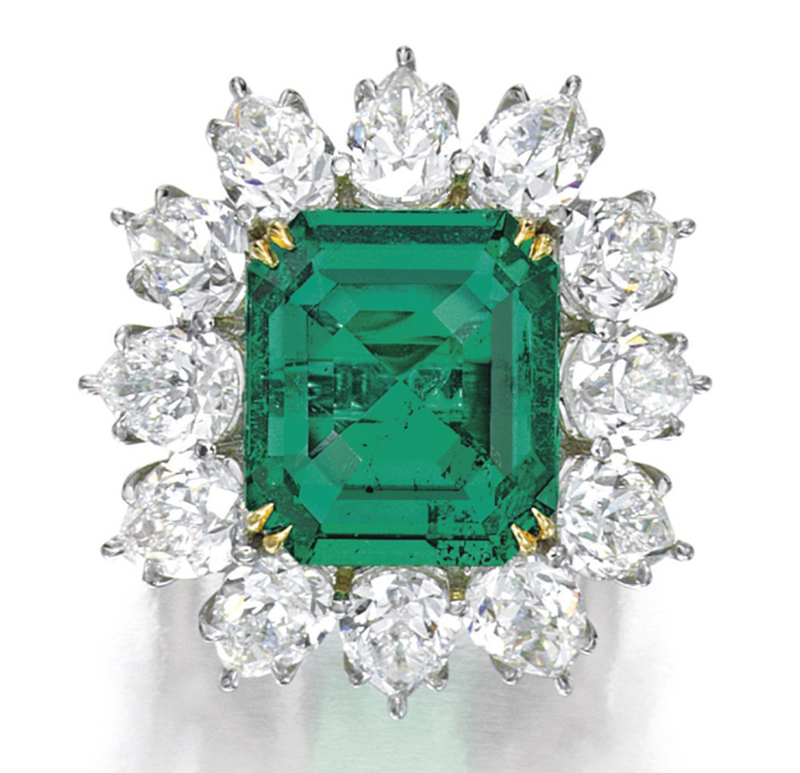 LOT 1609 - A FINE EMERALD AND DIAMOND