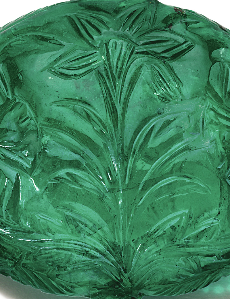 LOT 1746 - CLOSE-UP OF THE CENTRAL PART OF THE EMERALD