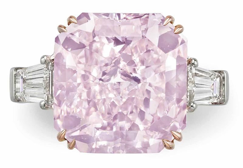 LOT 167 - A RARE COLORED DIAMOND AND DIAMOND RING