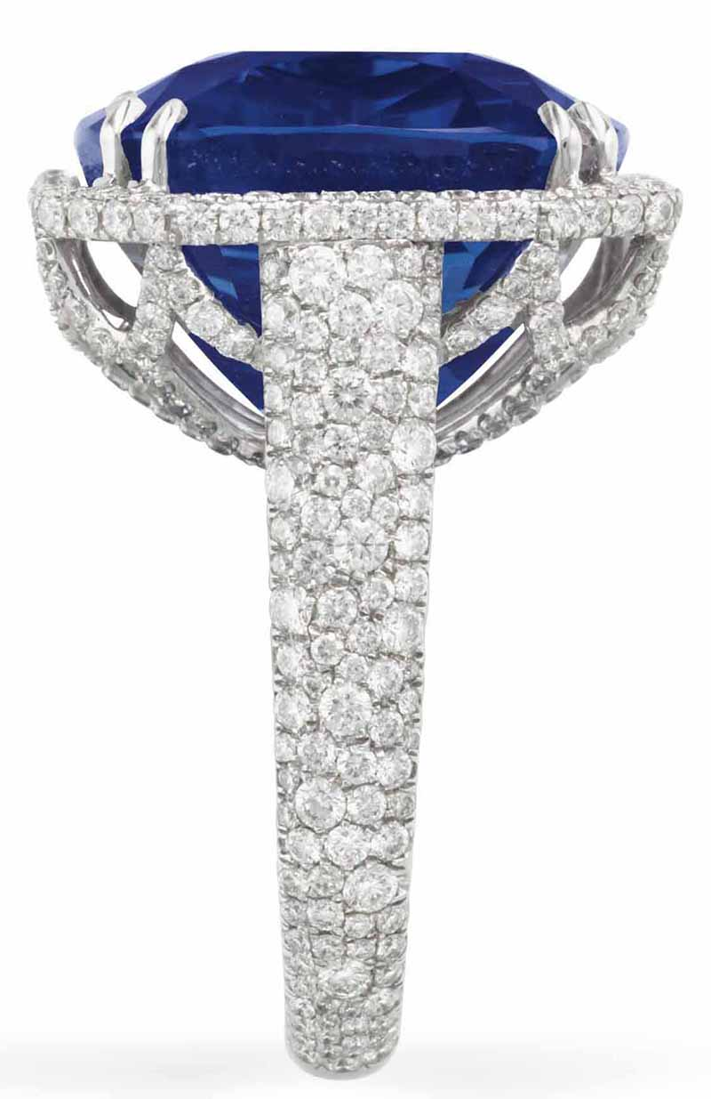 LOT 190 - SIDE VIEW OF THE SAPPHIRE AND DIAMOND RING